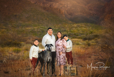 Family photo session in the Franklin Mountains